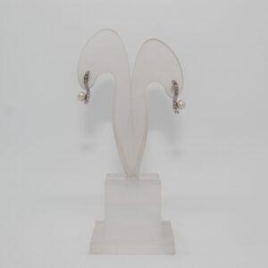 Orecchini in oro bianco 18kt con diamanti ct 0.10 e perle d'acqua dolce 5-5.5 mm